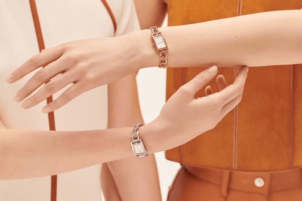 5 thiết kế đồng hồ nữ tuyệt phẩm làm quà tặng phái đẹp trong năm 2021