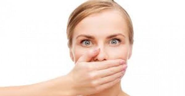 8 lý do khiến miệng của bạn có mùi hôi