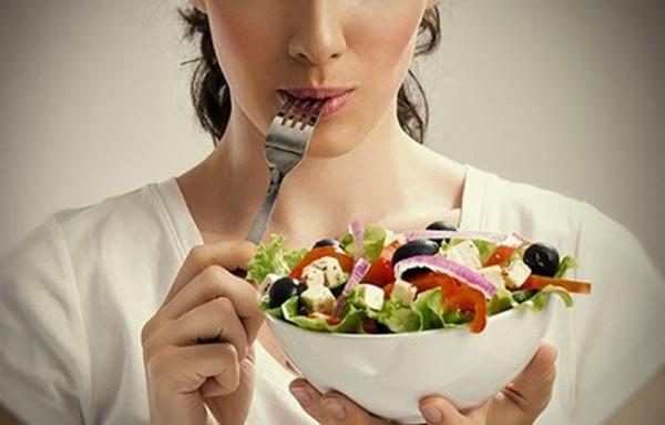 Ăn tối sát giờ đi ngủ sẽ dẫn đến tăng cân