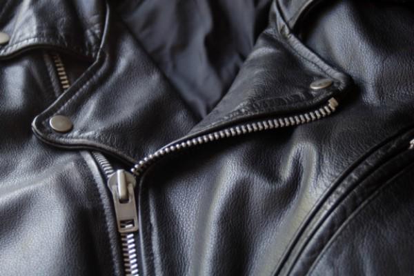 Áo da bị rách và cách khắc phục đơn giản