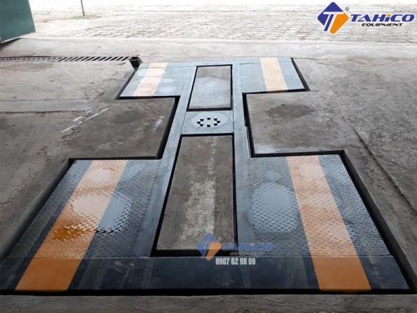 Bán cầu nâng 1 trụ rửa xe lắp âm nền chữ I tại quận Thủ Đức