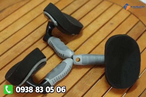 Bàn chải quét bóng lốp xe tại Bạc Liêu