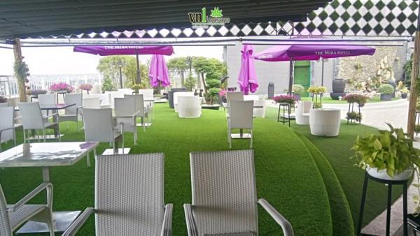 Bán cỏ nhân tạo Đà Nẵng trang trí nhà hàng