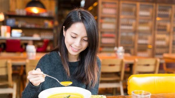 Bạn có thể giảm 2-4,5 kg một tuần với thực đơn súp