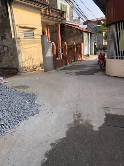Bán đất mặt chính Cửu Việt, Trâu Qùy, kinh doanh sầm uất, giá thương lượng. Lh 0327916262
