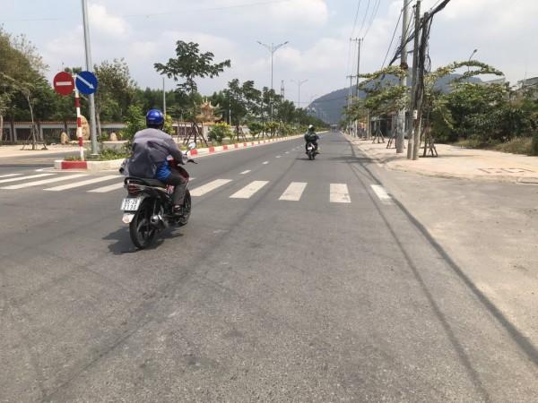 Bán đất mặt tiền đường Trường Chinh ( đường 81 ) thị xã Phú Mỹ