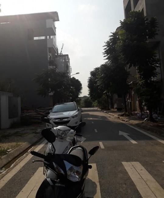 Bán đất Thạch Bàn, Long Biên đường 13m vỉa hè 2 bên – giá 3,9 tỷ.