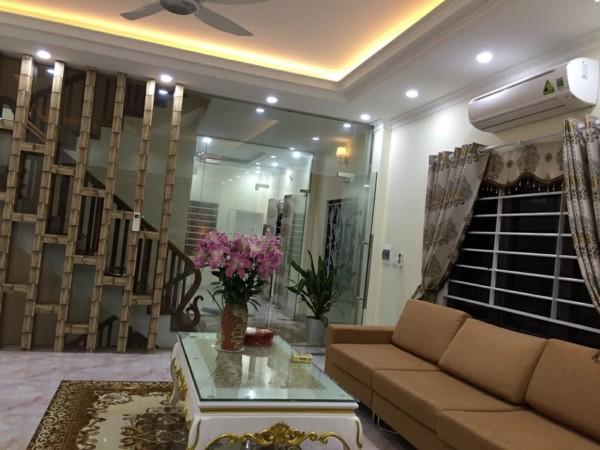 Bán nhà mặt ngõ phố Trạm, Long Biên, cách cầu Vĩnh Tuy 100m giá chỉ 8.2 tỷ.