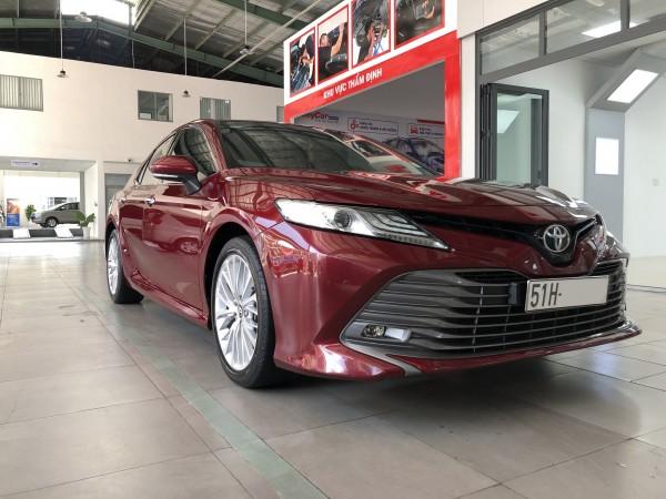 Bán xe Toyota Camry 2.5Q, đời 2019, màu Đỏ, giá 1,1 tỷ