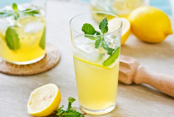 Bắt đầu ngày mới bằng một ly nước chanh để giúp giảm cân