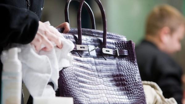 Bí quyết bảo quản túi xách hiệu quả bất ngờ