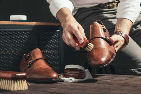 Bí quyết vệ sinh giày da theo nguyên tắc của chuyên gia