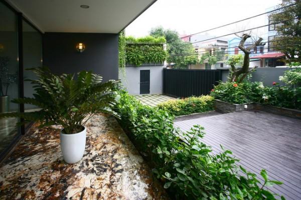Biến những bức tường thô cứng thành không gian xanh