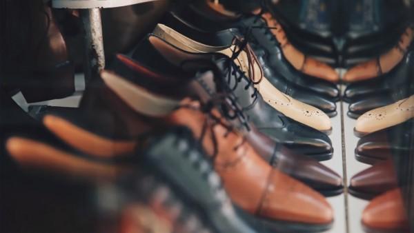 Các món đồ da thật kết hợp hoàn hảo với giày da công sở