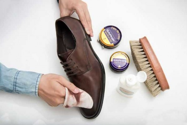 Cách vệ sinh giày da bằng nguyên liệu đơn giản