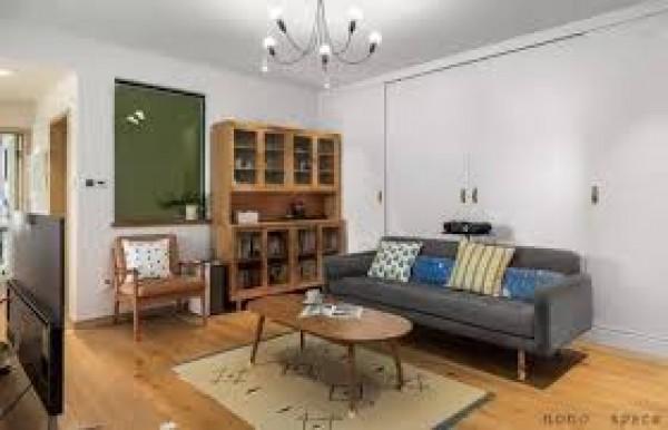 Căn phòng khách vốn chật hẹp của mình trông rộng rãi hơn