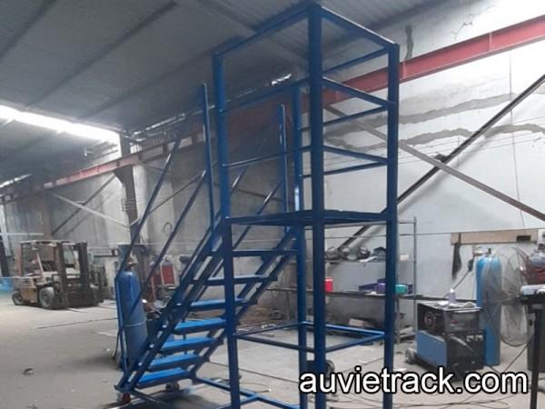 cấu tạo xe thang leo lấy hàng công nghiệp | auvietrack