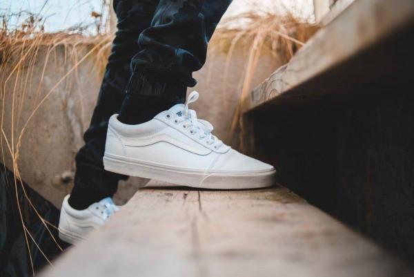 Chăm sóc và vệ sinh giày sneaker vì sao lại rất cần thiết?