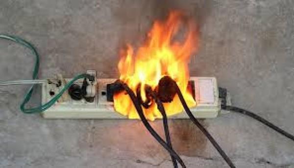 Cháy nổ xảy ra là do sử dụng điện không an toàn
