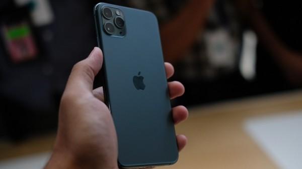 Chia sẻ cách thức vệ sinh lỗ cắm sạc iPhone đơn giản