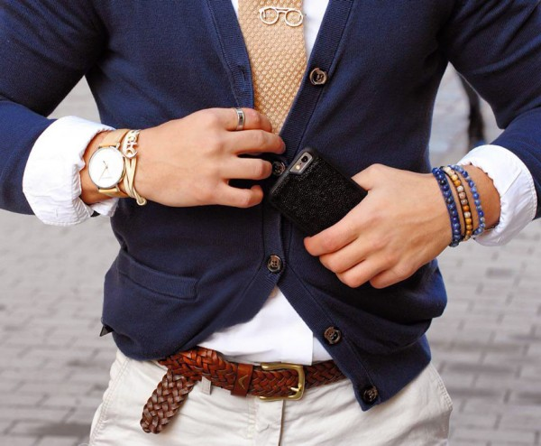 Chiếc thắt lưng da sẽ tạo điểm nhấn cho bộ trang phục hiện đại