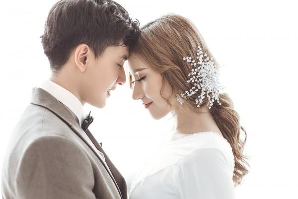 Chụp ảnh cưới để cổng phong cách Hàn Quốc giá rẻ