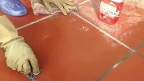 Có nhiều cách để làm sạch sân gạch đỏ vô cùng đơn giản