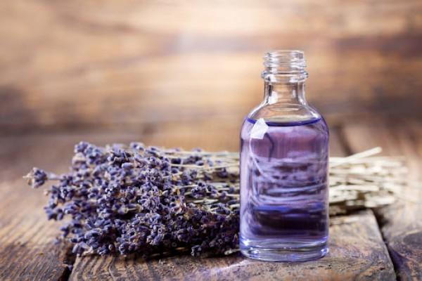 Công dụng trị mụn, dưỡng da của tinh dầu