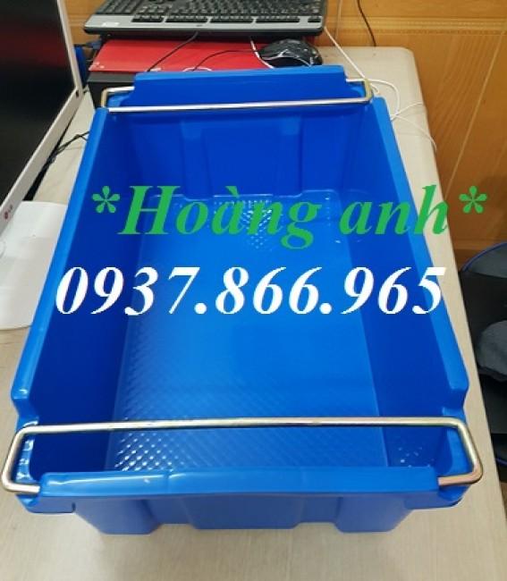 Cung cấp khay nhựa có quai sắt, sọt nhựa đặc đặc, khay nhựa màu xanh có quai sắt