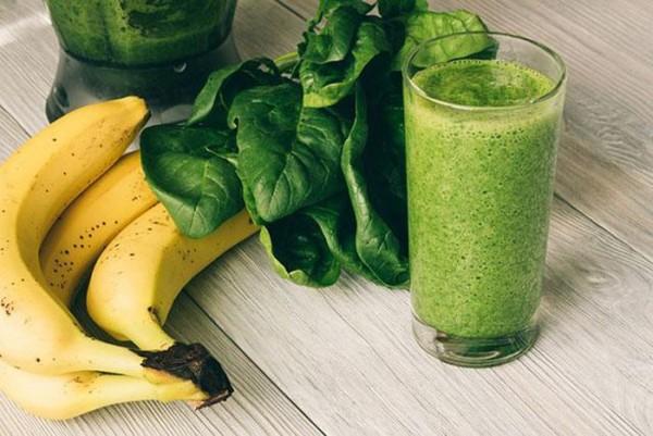 Cùng uống sinh tố chuối và rau chân vịt giúp giảm cân hiệu quả