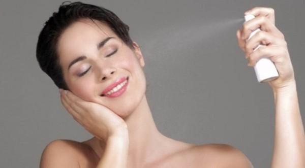 Da khô là hiện tượng phổ biến khi ngồi điều hòa quá lâu