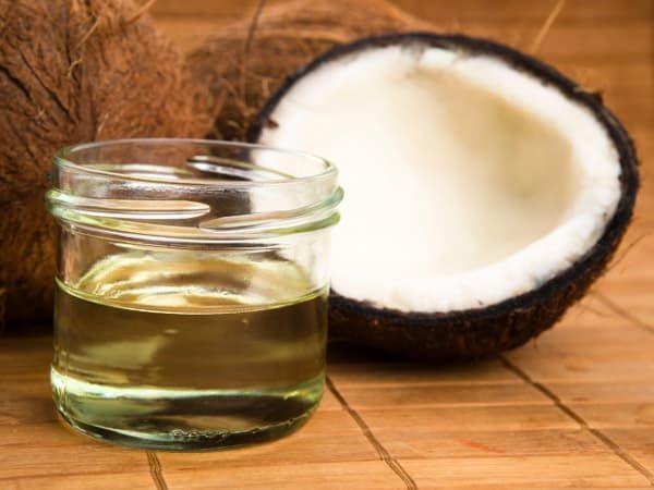 Da nhờn, tóc bết khi không sử dụng dầu dừa đúng cách