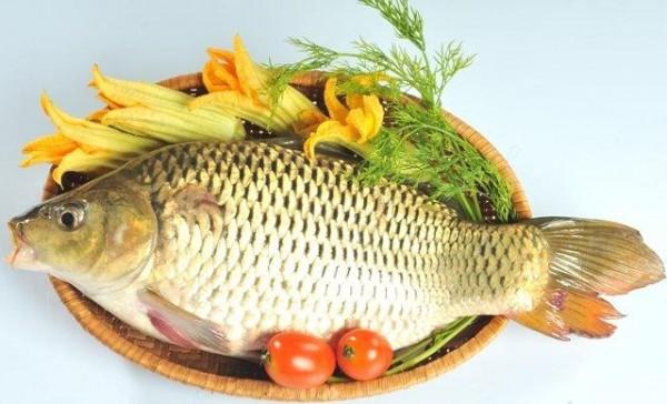 Đánh bay mùi cá tanh ám vào trong tủ lạnh và các đồ dùng trong nhà bếp