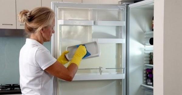 Đánh bay mùi hôi trong tủ lạnh nhanh chóng hiệu quả