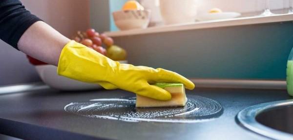 Đánh bay vết dầu mỡ bám trên bếp lâu