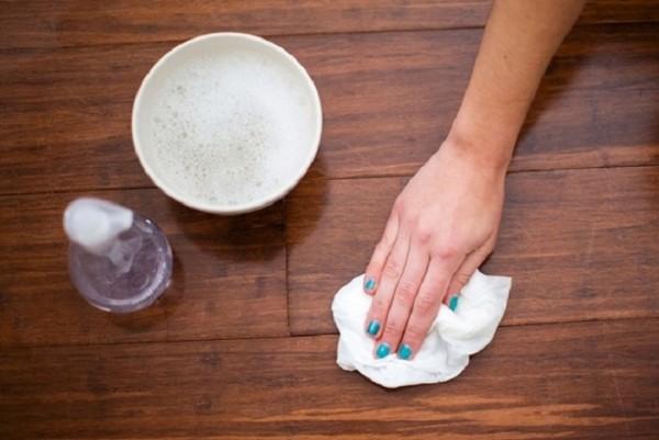 Đánh bay vết ố thâm trên sàn dễ dàng