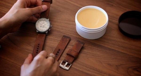 Đánh bóng dây đồng hồ da tại nhà