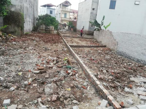 Đất thị trấn Trâu Qùy, Gia Lâm, giá chỉ 999 triệu. Lh 0327916262