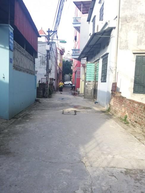 Đất Trâu Qùy, Gia Lâm, cách mặt chính Ngô Xuân Quảng chỉ 15m, đường rộng 4m.