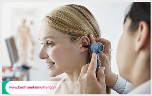 Dấu hiệu tai chảy nước vàng có nguy hiểm không ?