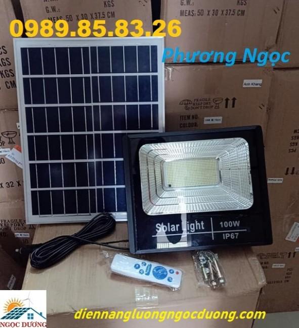 Đèn năng lượng mặt trời 100W, đèn pha led năng lượng mặt trời chiếu sáng