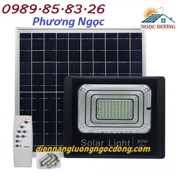 Đèn năng lượng mặt trời 60W, đèn led pha sử dụng năng lượng mặt trời