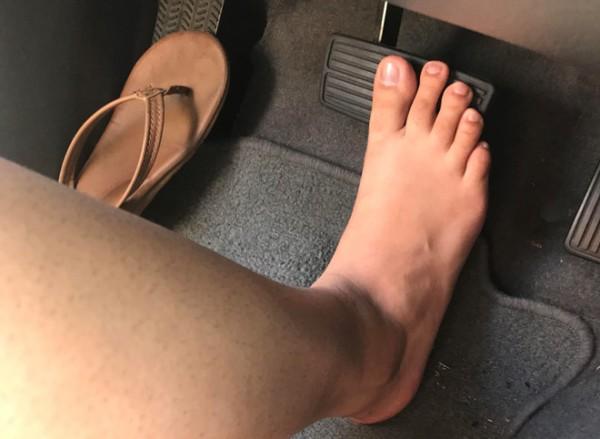 Đi giày cao gót lái xe có những nguy hiểm gì