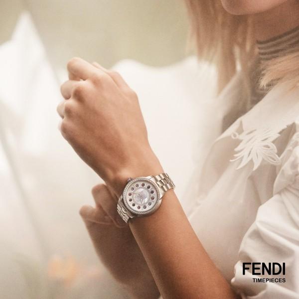 Đồng hồ nữ Fendi IShine tỏa sáng từ những viên đá quý 2021