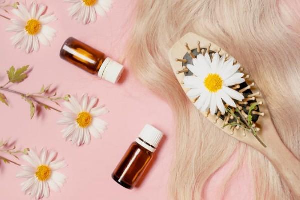 Dưỡng tóc, trị gàu hiệu quả bằng tinh dầu