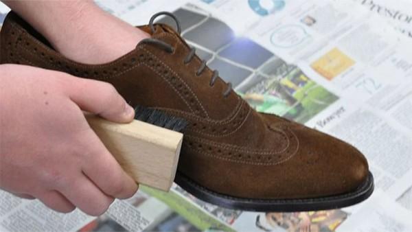 Giày da lộn được chăm sóc đúng cách thường có độ bền và đẹp hơn
