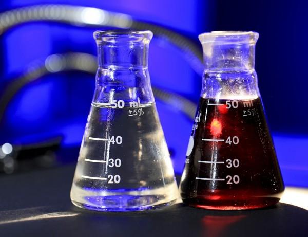 Gửi hóa chất dạng lỏng đi Mỹ, Anh , Pháp, Úc, Nhật, Hàn quốc nhanh chóng