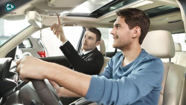 Hạn chế và ưu điểm của thuê xe tự lái