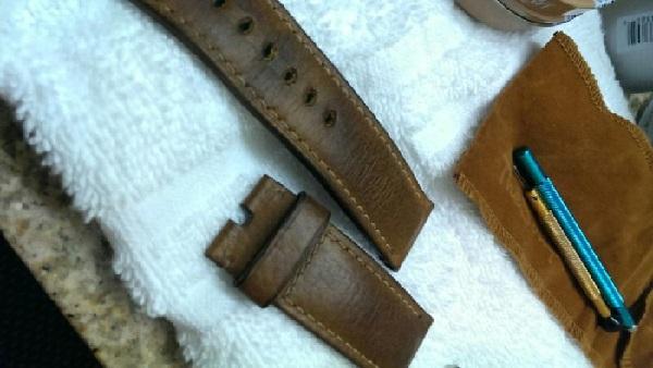 Hãy cùng học hỏi cách bảo quản dây da đồng hồ dễ dàng