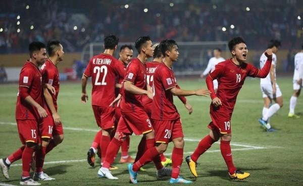 Hoàng Trần cho thuê tivi LCD xem trọn bóng đá Việt Nam 2020